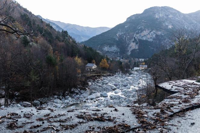La route menant au village de Castérino (Alpes-Maritimes), le 10 novembre.