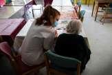 Recrutement: Ehpad et hôpitaux revoient leurs pratiques pour «tenir»