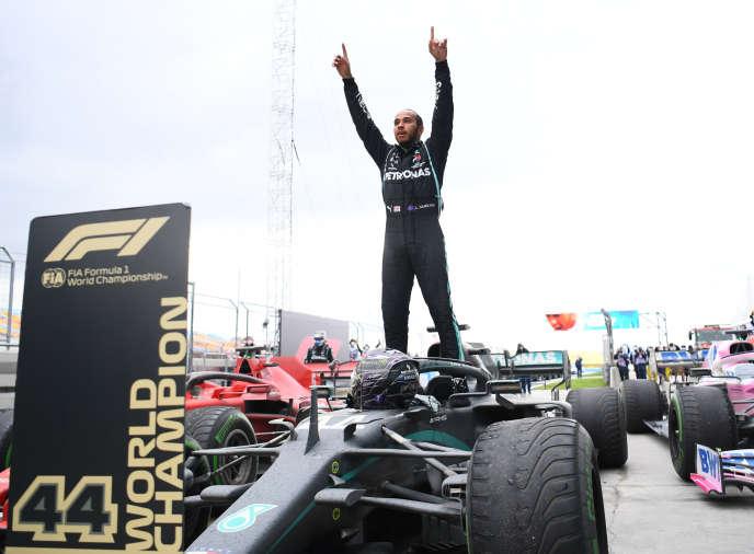 Le pilote britannique Lewis Hamilton, dimanche 15 novembre après sa victoire en Grand Prix de Turquie et son 7e titre mondial.