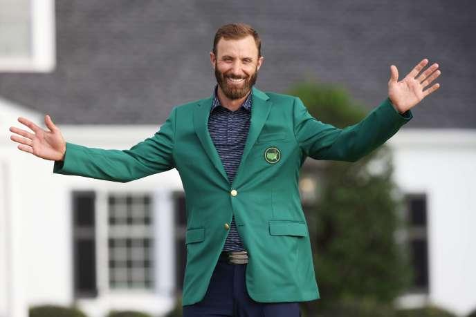 Le golfeur de 36 ans est également le premier numéro 1 mondial à enfiler la fameuse veste verte, portée par le vainqueur de ce tournoi, depuis Tiger Woods en 2002.