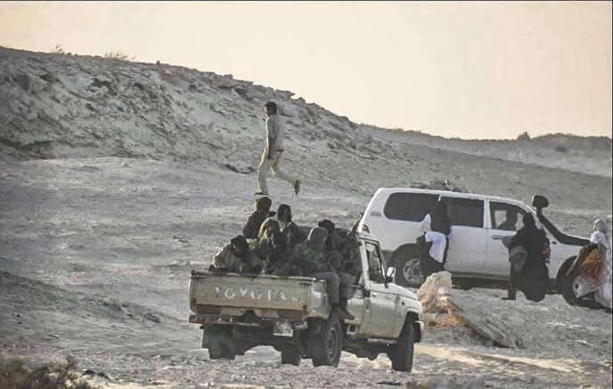 Une photo publiée par la page Facebook de l'Armée royale du Maroc, le 13 novembre 2020, montre des membres du Front Polisario, près de la frontière mauritanienne à Guerguerat, au Sahara occidental.