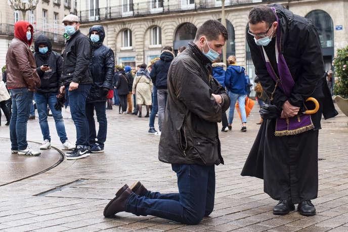 Durant un rassemblement pour réclamer la levée de l'interdiction des messes en public, àNantes, le 15novembre 2020.
