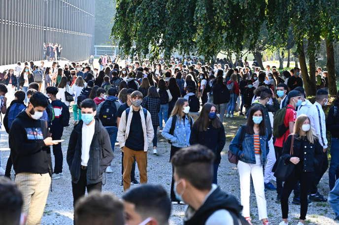 La cour du lycée Brequigny, à Rennes (Ille-et-Vilaine), le 1er septembre, jour de rentrée.