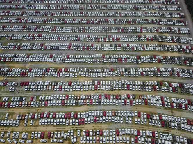 Parking de l'usine Brilliance à Shenyang, dans la province du Liaoning, au nord-est de la Chine, le 17 juillet 2017.