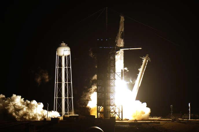 Décollage de la fusée SpaceX Falcon 9, le 15 novembre à Cap Canaveral, Floride.