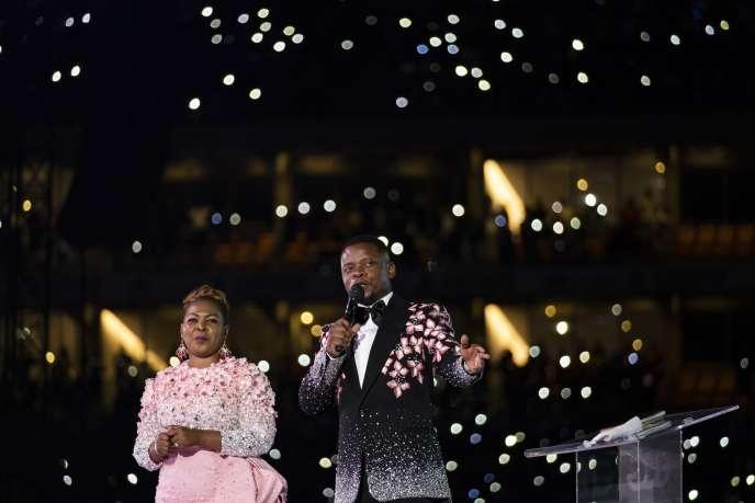 Le pasteur Shepherd Bushiri et son épouse, Mary, dans un stade de Soweto, le 1erjanvier 2020.