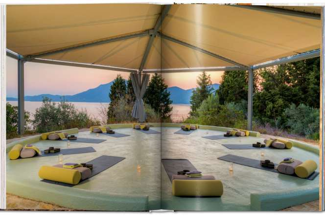Pages intérieures du livre «Great Escapes Yoga», par Angelika Taschen (Taschen, 2020, 360p., 40€).