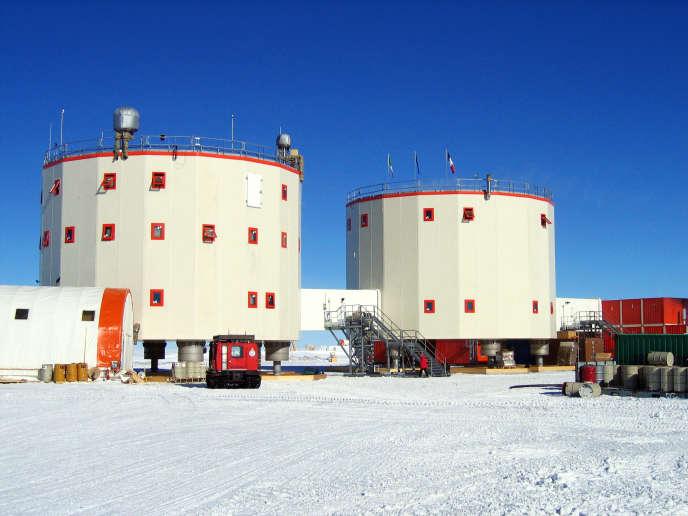 La station franco-italienne Concordia, en Antarctique, sur le Dôme C, à 3 200 m d'altitude.