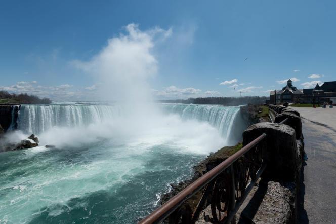 Jules Verne n'a passé que vingt-quatre heures au Canada, près des chutes du Niagara.
