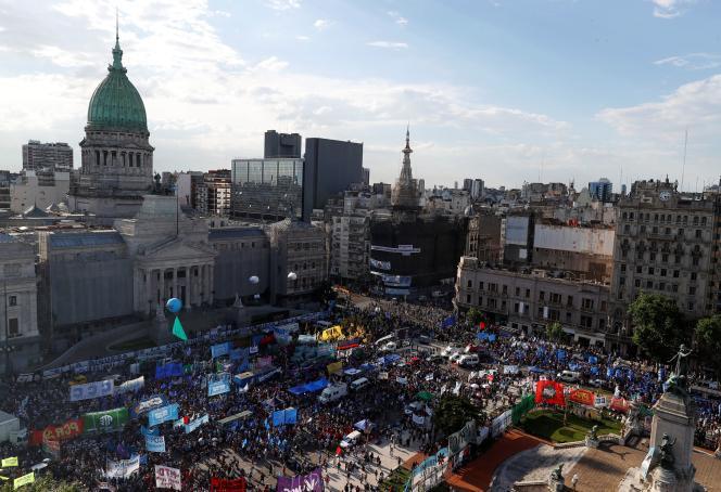 Lors d'une manifestation de soutien à la loi sur l'impôt exceptionnel sur les grandes fortunes argentines, à Buenos Aires, le 17 novembre 2020.