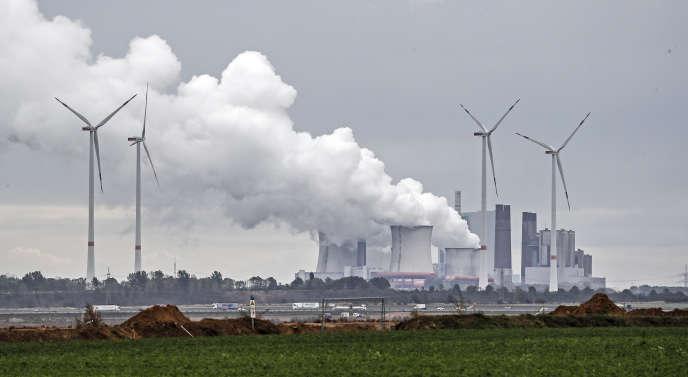 Une centrale au charbon près de la mine de Garzweiler (Rhénanie-du-Nord-Westphalie), le 25 septembre.