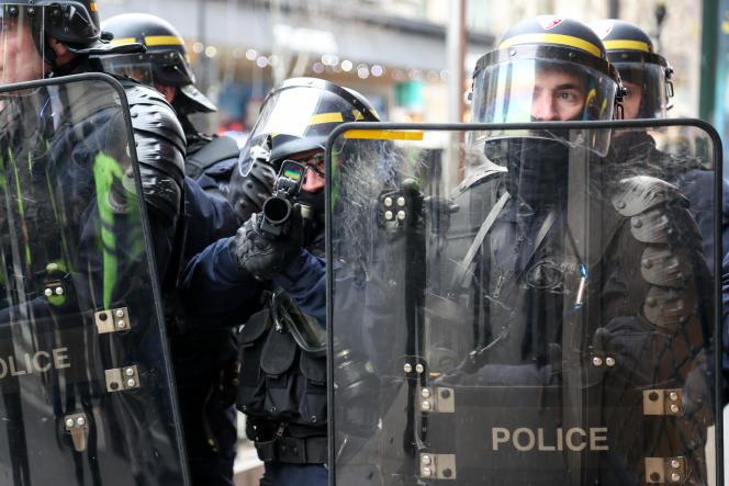 La police face aux « gilets jaunes», le 5 janvier 2019.