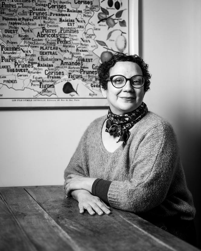 L'auteure culinaire et cheffe Lila Djeddi, à son domicile, à Paris, le 9 novembre.