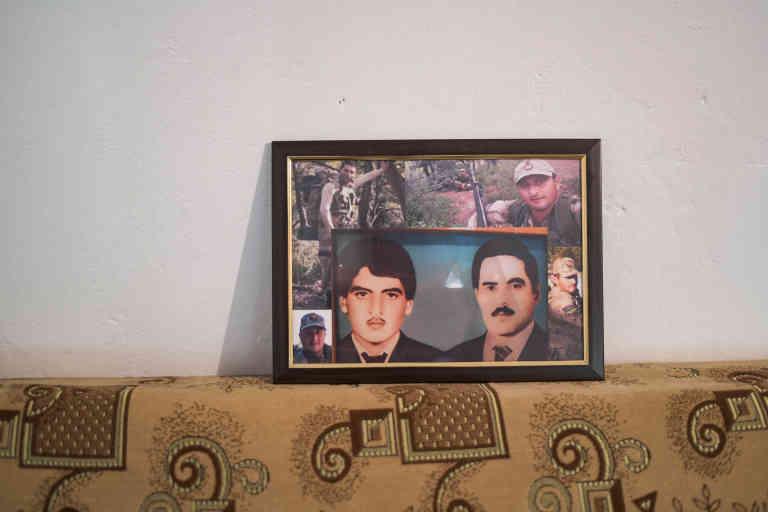 Cette photo montre le fils et le mari de Ulkar Allahverdieva. Ils ont été tués pendant la guerre par les Armeniens.