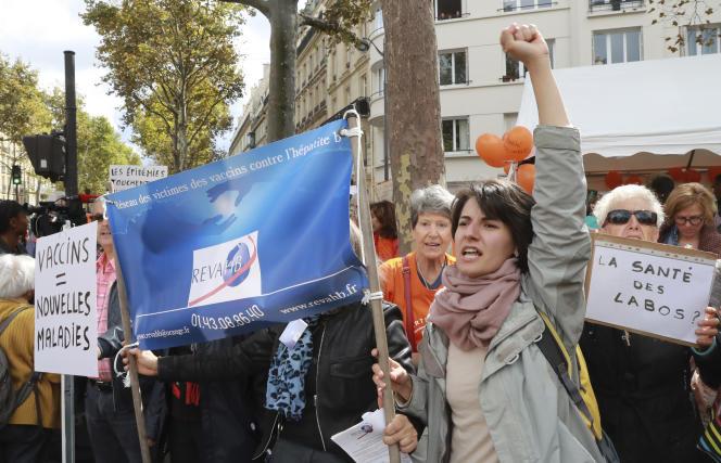 Des manifestants antivaccins devant le ministère de la santé, à Paris, en septembre 2017.