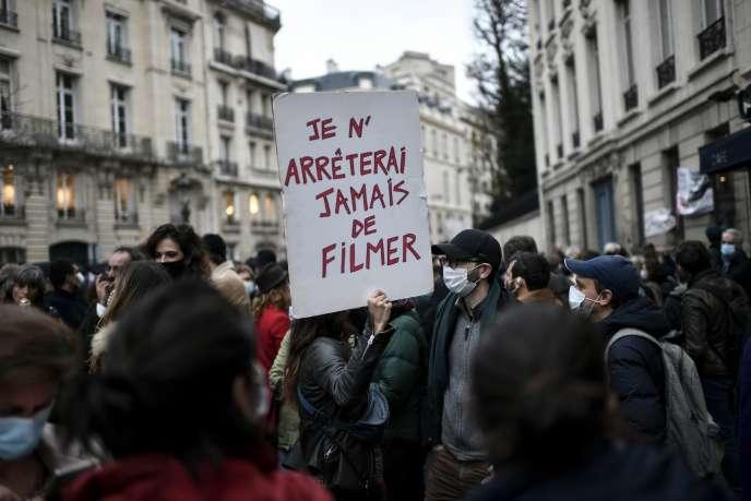 Manifestation devant l'Assemblée nationale, le 17 novembre.