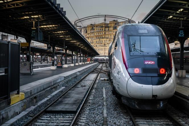 Un TGV stationné à la gare de l'est, à Paris le 13 décembre 2019.