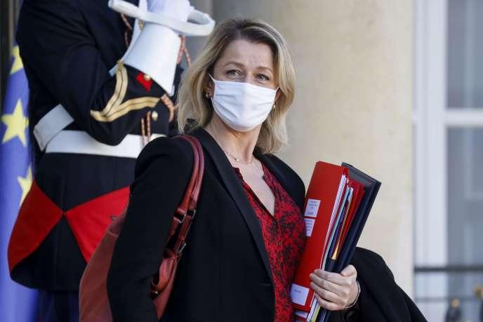 La ministre de la transition écologique, Barbara Pompili, à sa sortie de l'Elysée le 18 novembre.
