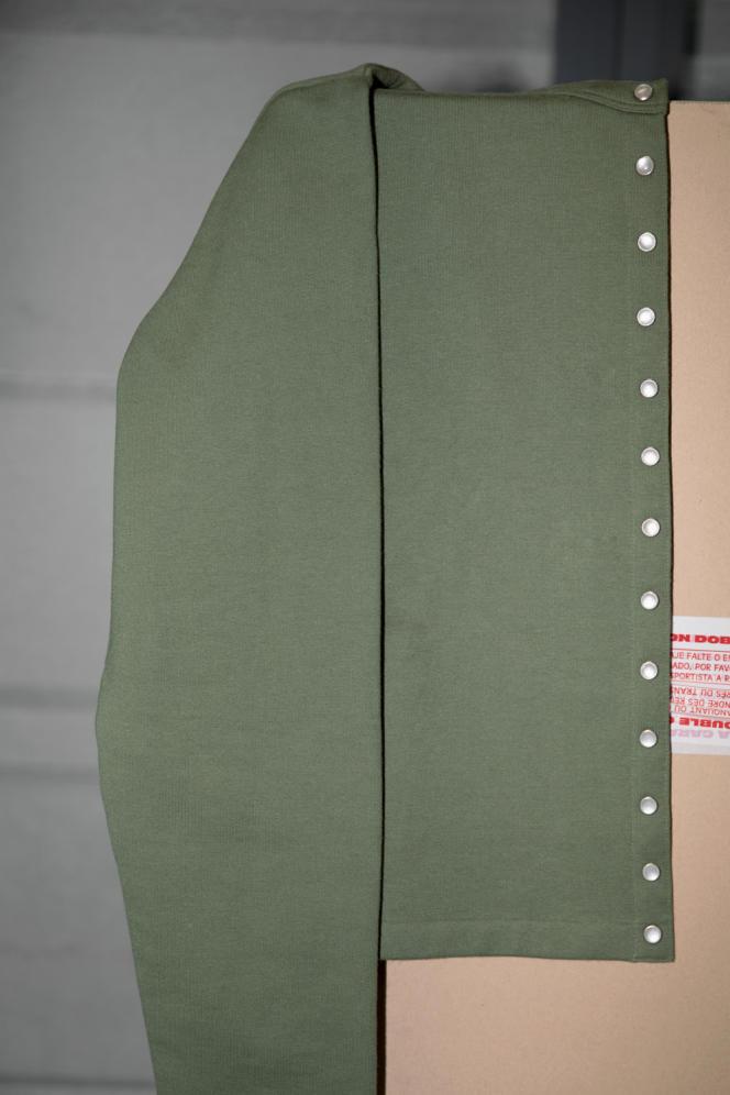 Cardigan pression « le classique », en coton, agnès b., 145 €.