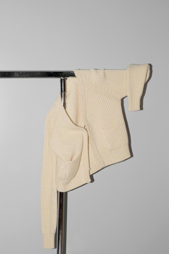 Cardigan, en laine vierge et cachemire, Forte_Forte, 350 €.