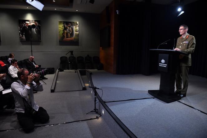 Le général Angus Campbell a présenté des« excuses sincères et sans réserve»au peuple afghan lors d'une conférence de presse, à Canberra, jeudi 19 novembre.