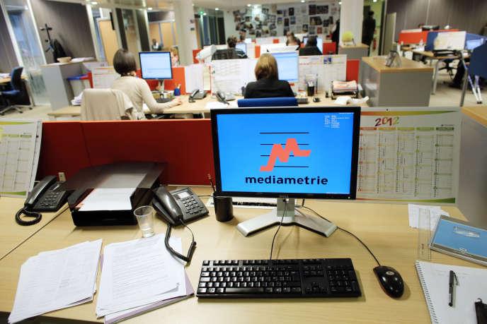 Dans les bureaux de Médiamétrie, à Paris, en 2012.