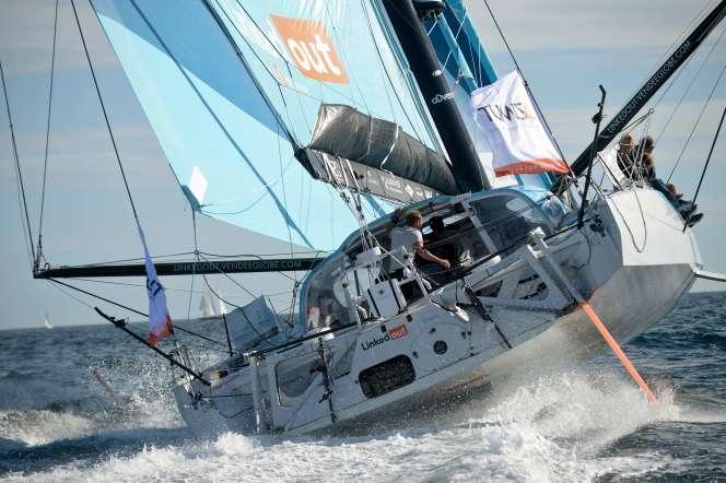 Le foil sur lecôté gauche du bateau «est vraiment fissuré à de nombreux endroits », a expliqué Thomas Ruyant.
