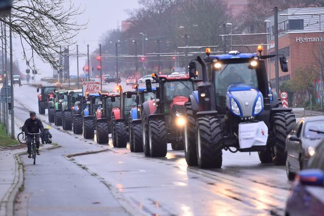 Cinq cents tracteurs ont défilé dans le centre de la capitale danoise, pendant plusieurs heures, à Copenhague, le 21 novembre.