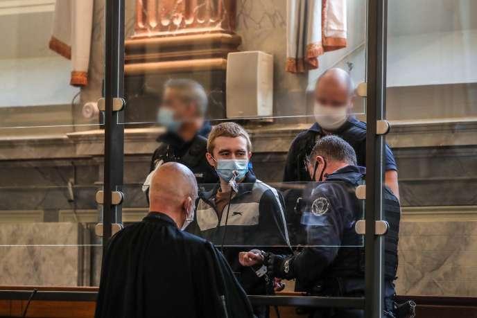 Kevin Rouxel dans le box des accusés, devant la cour d'assises de Pyrénnées-Atlantiques, à Pau, vendredi 20 novembre.