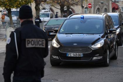 Les policiers mis en cause dans le passage à tabac d'un producteur de musique ont été placés vendredi en garde à vue.