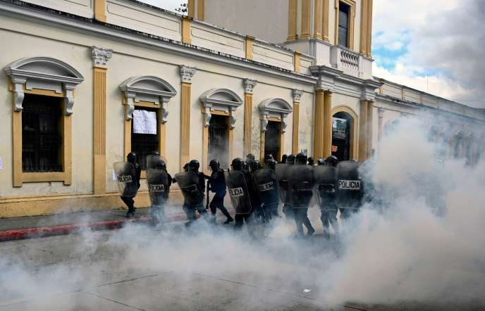 La police a été mobilisée à Guatemala City, samedi 21 novembre.