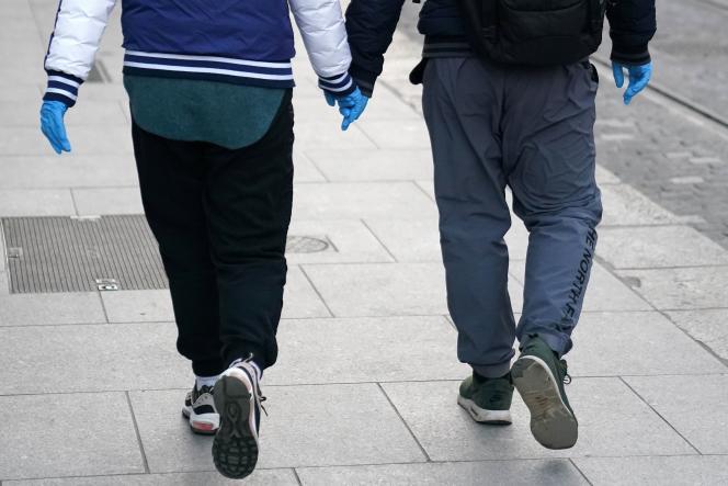6% des femmes et 2% des hommes indiquent avoir subi des atteintes de la part d'au moins un partenaire sur l'ensemble de leur vie de couple.
