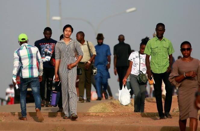 A Abuja, capitale du Nigeria, à l'heure de pointe du matin pour se rendre au travail.