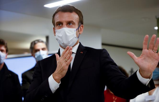 Le président Emmanuel Macron lors d'une visite au Phonéton 2020, à Paris, le 21 novembre. Le Fonds arménien de France organise une collecte au profit des populations en Arménie et au Haut-Karabakh.