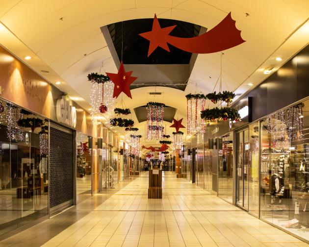 Dans un centre commercial désert à Mende, le 15 novembre 2020.