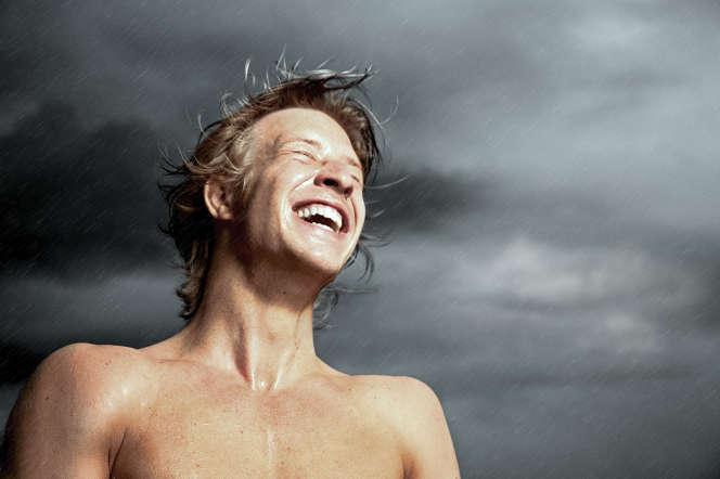 Le rire peut être spontané ou provoqué parl'effet euphorisant du gaz hilarant (protoxyde d'azote) ou de certaines drogues.