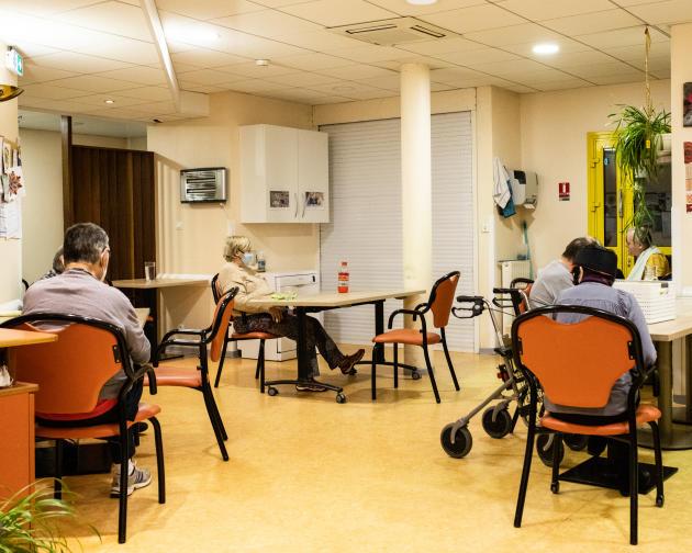 Au foyer de vie pour adultes handicapés vieillissants Lucalous, à Meyrueis, des plateaux repas individuels sont servis à chaque résident, le 14 novembre 2020.