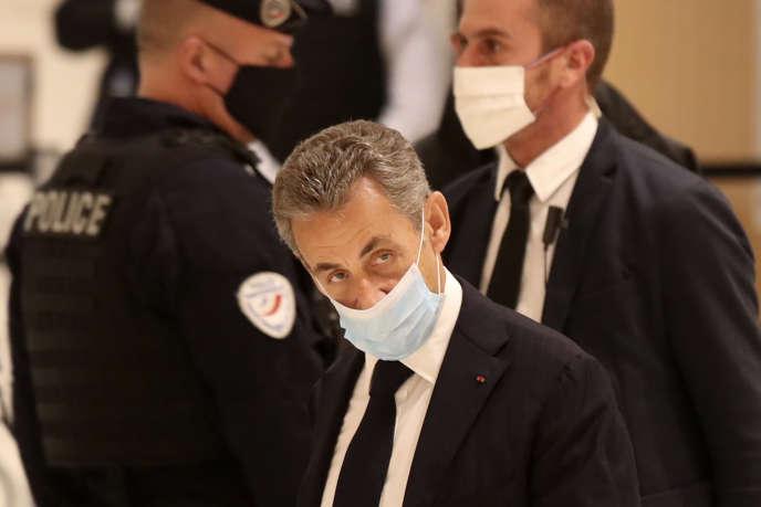 A partir de lundi, l'ancien chef de l'Etat, poursuivi pour corruption et trafic d'influence, comparaît devant le tribunal correctionnel de Paris. Une première dans l'histoire de la VeRépublique.