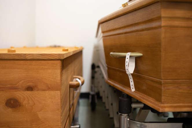 Les bracelets d'identification des patients Covid-19 les accompagnent depuis leur entrée à l'hopital jusqu'au cercueil, le 20 novembre.