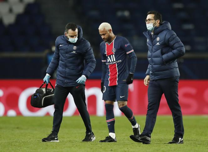 Neymar, après une blessure lors de la rencontre entre le PSG et Leipzig.