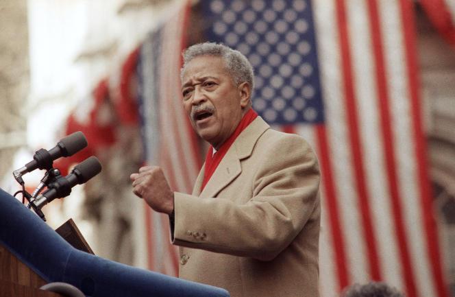 David Dinkins lors de son premier jour à la tête de la mairie de New York, le 2 janvier 1990.