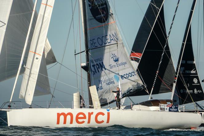 Sébastien Destremau sur son bateau, Merci, lors du départ du Vendée Globe, le 8 novembre.