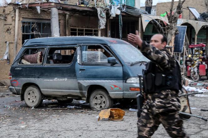Dans une rue de la cité historique de Bamiyan (centre de l'Afghanistan), après une attaque où 14 personnes ont été tuées, le 24 novembre.