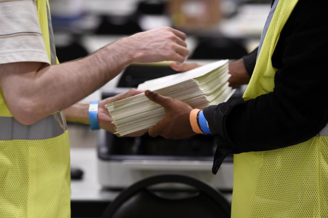 Des bulletins de vote à Marietta, dans l'Etat de Géorgie, le 24 novembre.