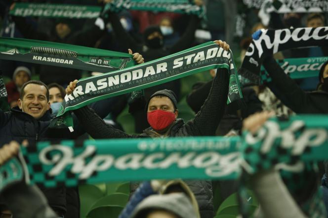 Des supporteurs du FC Krasnodar, lors d'un match contre Séville, le 24 novembre 2020.