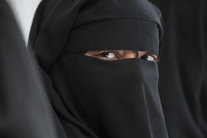 Une musulmane portant le niqab, àMontreuil (Seine-Saint-Denis) en 2018.