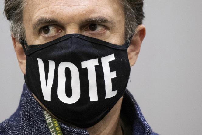Comté de Fulton, Géorgie, registraire et agent d'élection Richard Barron le 25 novembre.