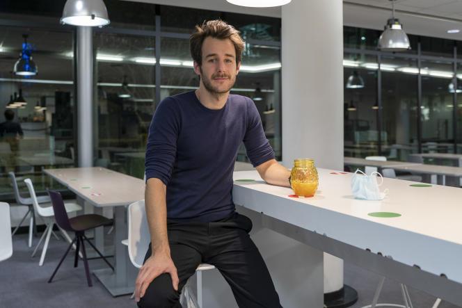 Bertrand Usclat à la cafétéria de Canal+, à Boulogne-Billancourt (Hauts-de-Seine), le 13 octobre.