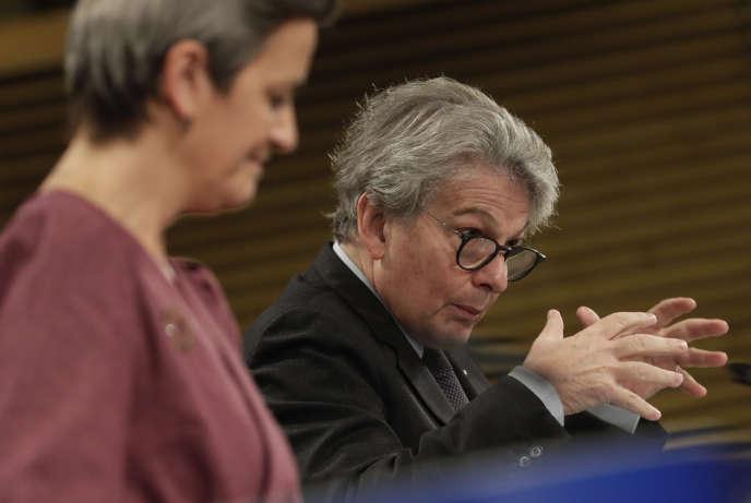 Au premier plan, Margrethe Vestager, commissaire à la concurrence, au second, Thierry Breton, son homologue au marché intérieur, le 25 novembre à Bruxelles.