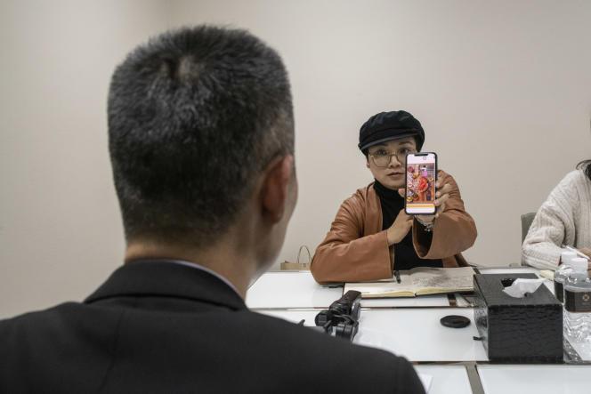 L'influenceuse chinoise Spring Shi, lors d'un rendez-vous avec un de ses clients dans un hotel de Chongqing, le 19 octobre 2020.